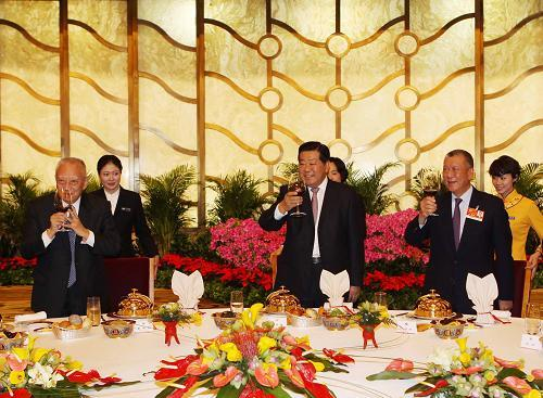 贾庆林出席港澳地区政协委员招待会