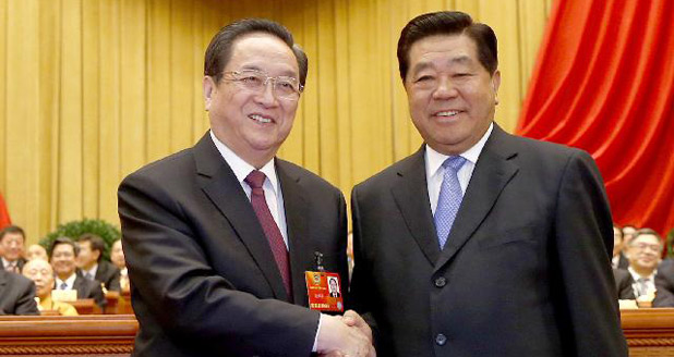 贾庆林和俞正声亲切握手