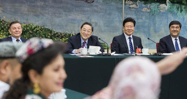 俞正声参加新疆代表团审议