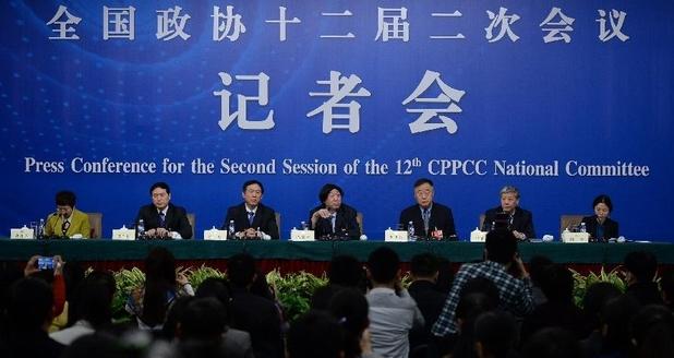 全国政协十二届二次会议新闻中心在北京梅地亚中心举行记者会