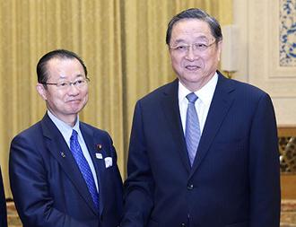 俞正声会见日本众议院运营委员长河村建夫