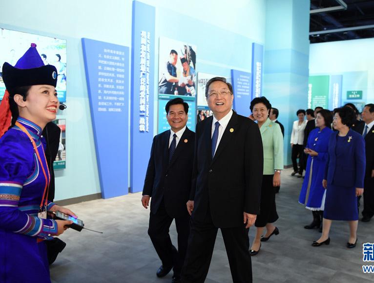俞正声率中央代表团参观庆祝内蒙古自治区成立70..