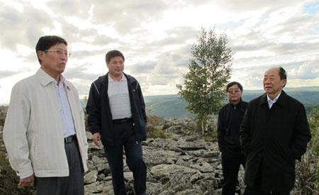 """9月4日,全国政协民族和宗教委员会副主任仲兆隆带领全国政协""""宗教教职人员社会保障政策落实情况""""考察组一行14人前往内蒙古阿尔山市考察。"""