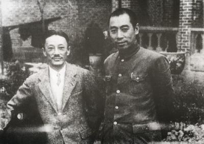 1939年,周恩来与抗日将领、国民党民主派人士蒋光鼐在重庆曾家岩合影。