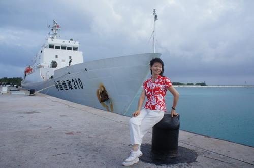 停靠在永兴岛边的渔政