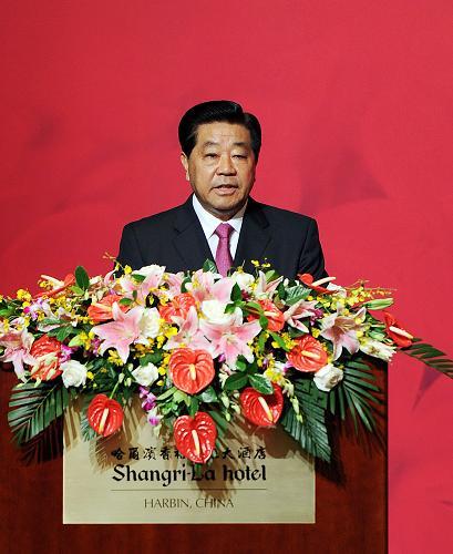 7月29日,中共中央政治局常委、全国政协主席贾庆林在哈尔滨出席第八届两岸经贸文化论坛闭幕式并讲话。新华社记者 李涛 摄
