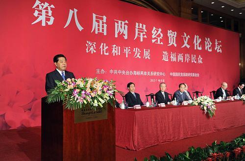7月28日,中共中央政治局常委、全国政协主席贾庆林在黑龙江省哈尔滨市出席第八届两岸经贸文化论坛开幕式并致辞。新华社记者 李涛摄