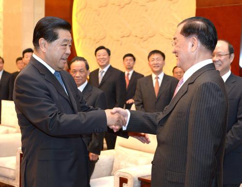 9月18日,中共中央政治局常委、全国政协主席贾庆林在南京会见中国国民党荣誉主席连战。 新华社记者 马占成 摄