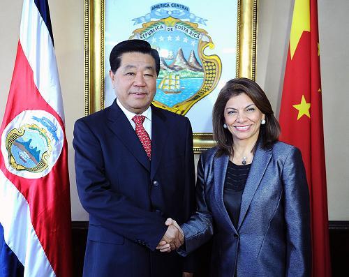 12月4日,全国政协主席贾庆林在圣何塞会见哥斯达黎加总统钦奇利亚。新华社记者 刘建生 摄