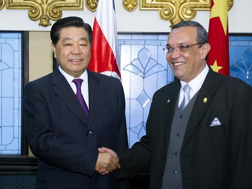 12月4日,全国政协主席贾庆林在圣何塞会见哥斯达黎加立法大会主席格拉纳多斯。新华社记者 李学仁 摄