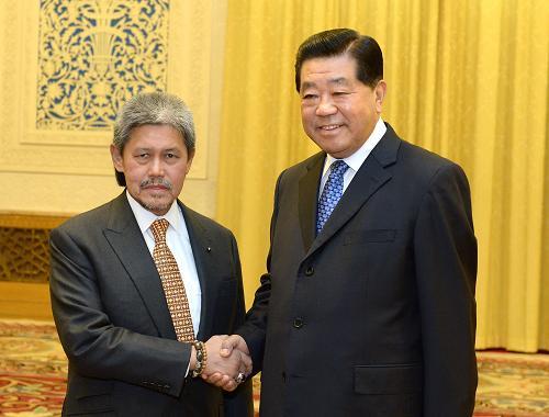 2月27日,全国政协主席贾庆林在北京人民大会堂会见文莱外交与贸易部长穆罕默德亲王。新华社记者 刘建生 摄