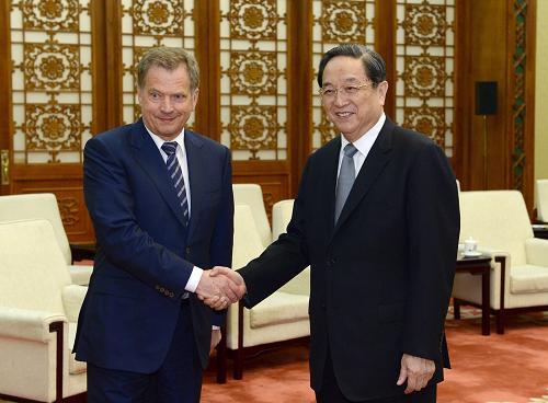 4月8日,全国政协主席俞正声在北京人民大会堂会见芬兰总统尼尼斯特。新华社记者 马占成 摄