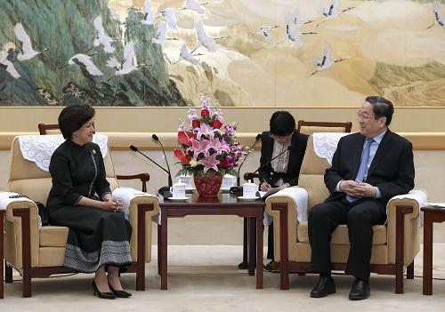 4月17日,中共中央政治局常委、全国政协主席俞正声在北京会见以党主席诺罗敦·阿伦·拉斯梅为团长的柬埔寨奉辛比克党代表团。新华社记者 庞兴雷 摄